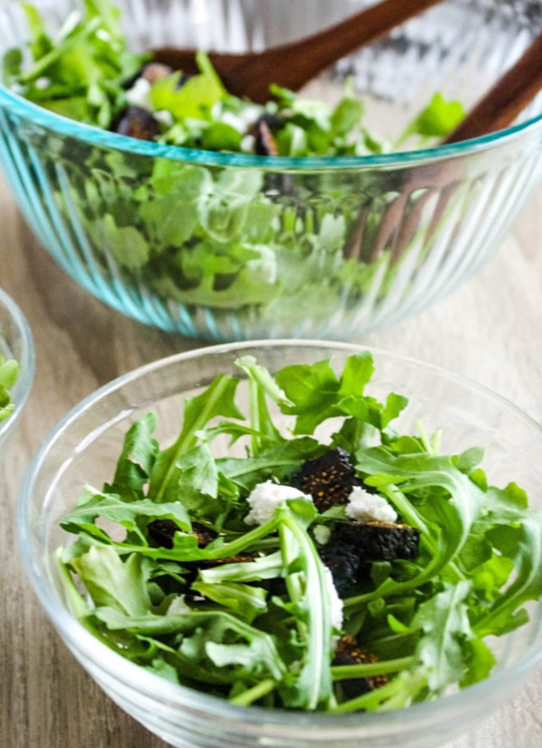 arugula salad with figs and goat cheese