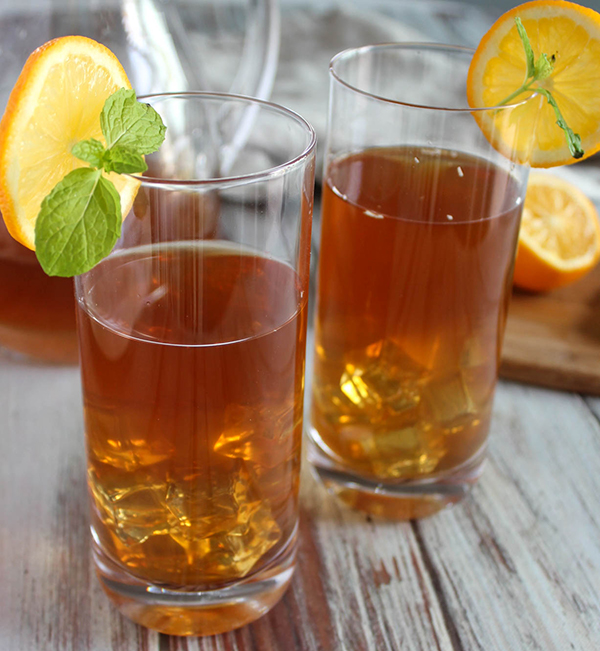 Two glasses of iced tea with lemon slices
