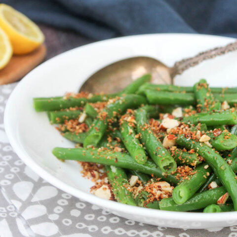 green beans with almonds in a bowl