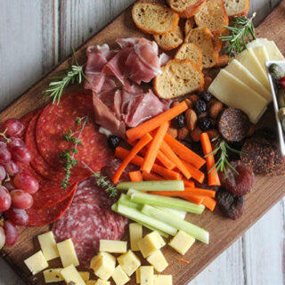 How to Build a Healthy Charcuterie Board