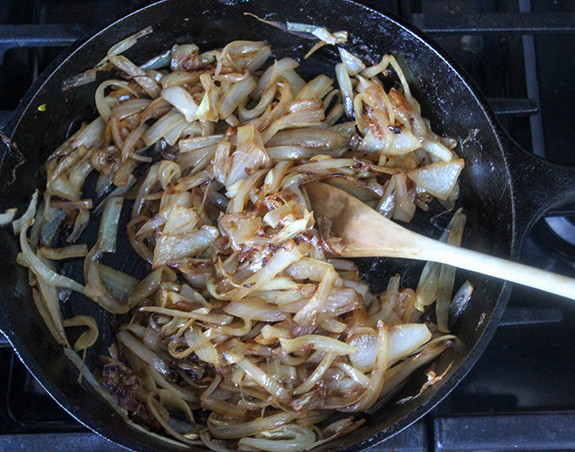 Process 5 golden onions in a pan