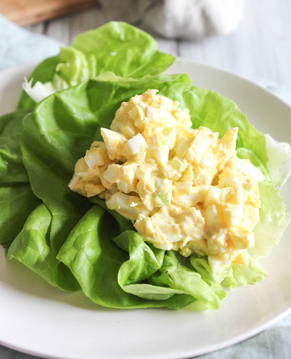 a scoop of egg salad on a lettuce on a plate