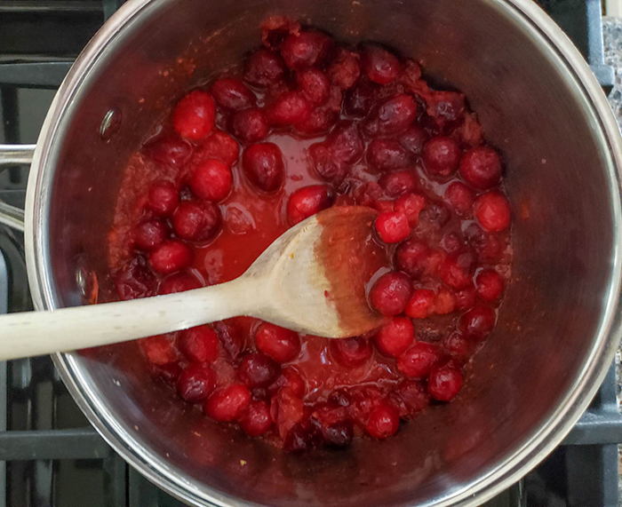 the cranberry cooking in a pa