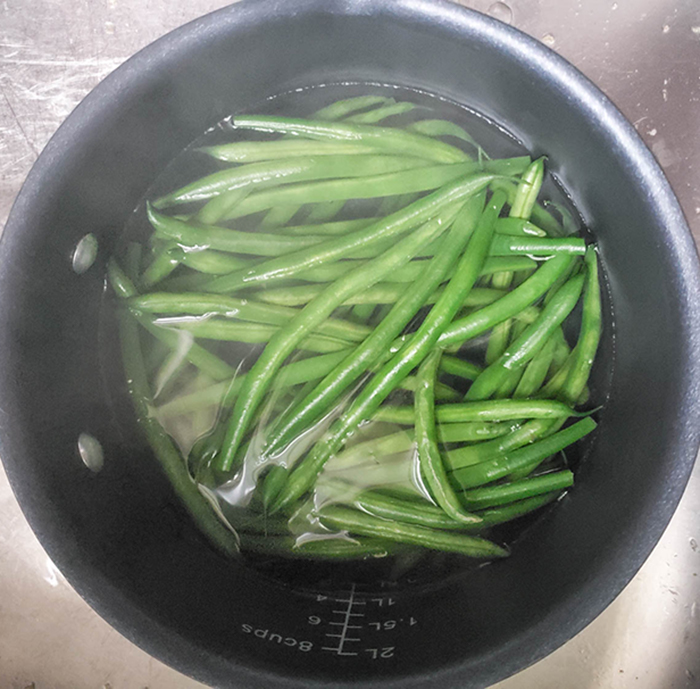 Green beans in a pot of water