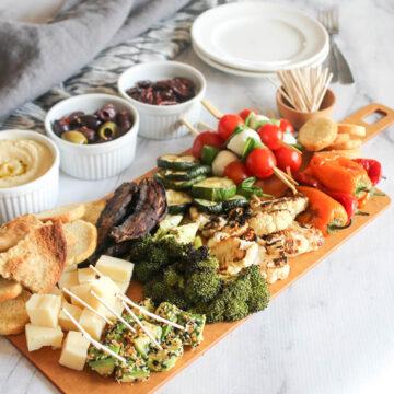 A veiew of a full veggie charcuterie board